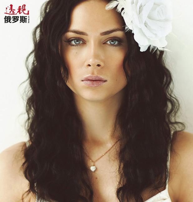 她出演过俄罗斯超人气电视剧《大学》、《提前射击》。