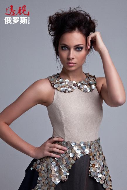 此外,娜斯塔西亚在平面模特和歌手领域也完美地展示了自己。