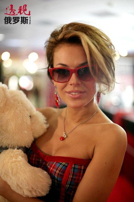 但塔季扬娜说,离开后她仍跟从前的队友保持着友好的关系。