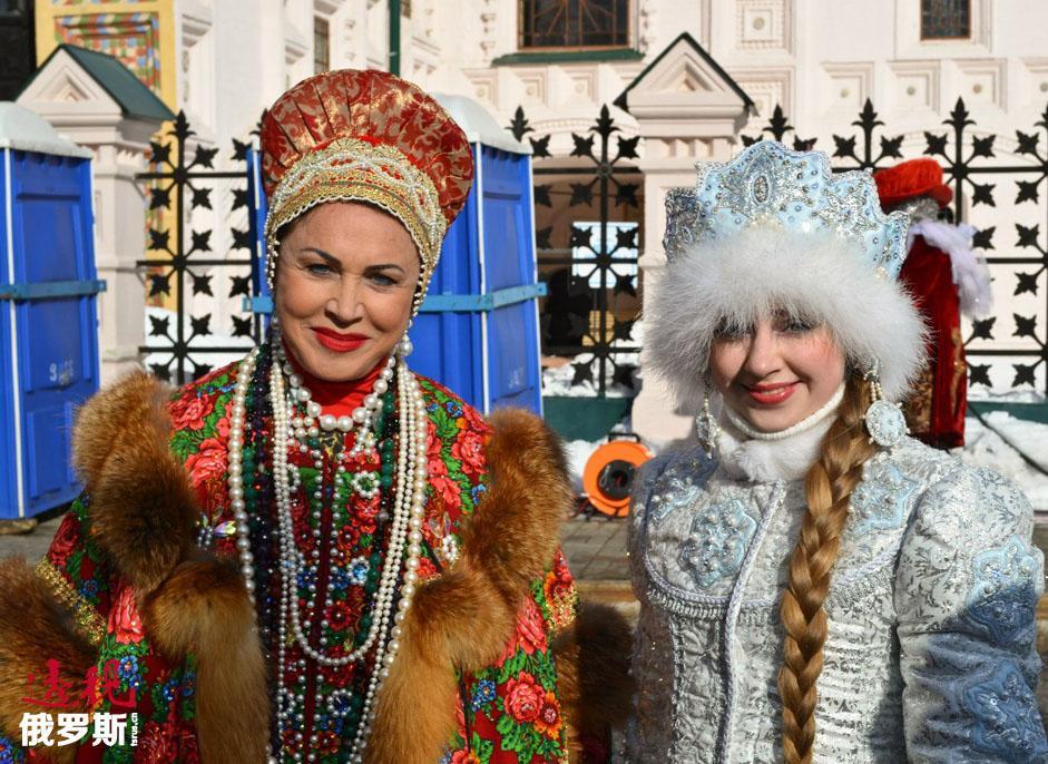 想要在科斯特罗马见到雪姑娘并不难。她在自己的家乡深受喜爱,当地会为她的生日举行两天庆祝活动。在2015年的3月27日至28日,科斯特罗马将为她举办盛大的庆祝活动。