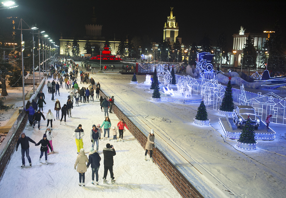 <a > <u>VDNKh&#039;s skating rink.</u> </a> The skating rink at VDNKh, located at VDNKh metro station, is shooting for a record. The rink&#039;s ice covers an area of more than 20,000 square meters. Up to 4,500 skaters can fit on this rink at any one time. Tickets cost between 200 and 400 rubles (4$ - 7$), skate rental is free.