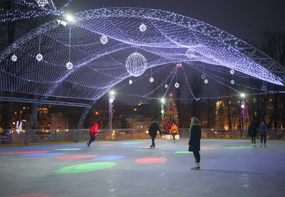 <a > <u>Hermitage Garden&#039;s skating rink.</u> </a> Hermitage Park is located at 3 Karetny Ryad, near Pushkinskaya metro station. Two skating rinks are in operation at this park. This year, the artificial ice rink covers an area of 900 square meters. Thanks to the rink&#039;s artificial surface, it can be used in any weather, even during warmer winter days.