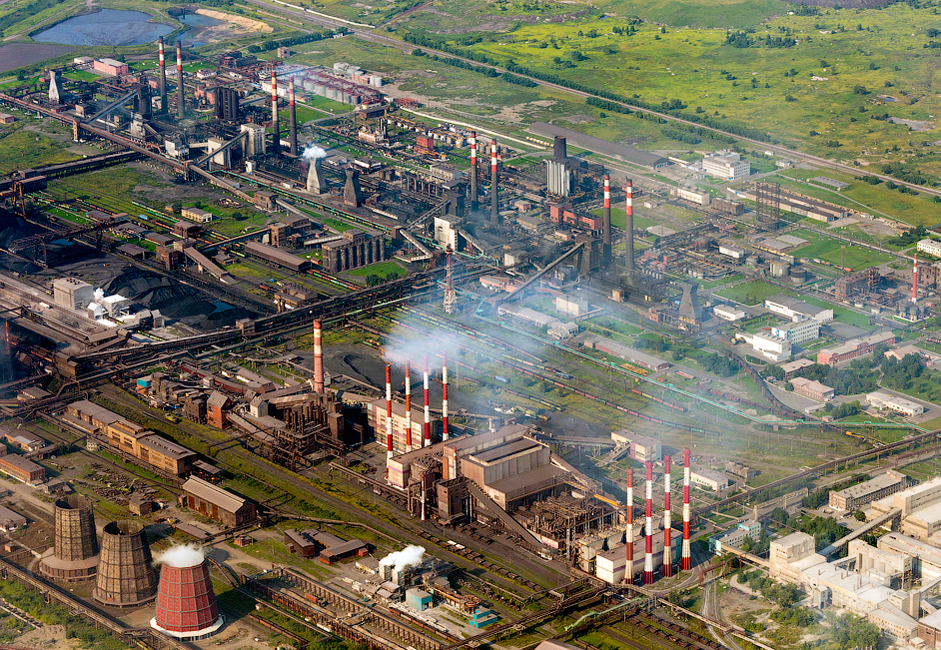 The plant is situated on 22 square kilometers organized in a monotown style. It provides jobs to 17,000 people and is part of Mechel, a Russian mining and metallurgical company.