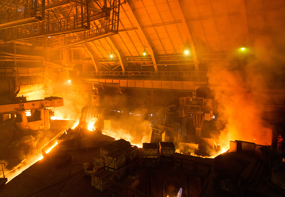 The plant's furnace works around the clock. The fires are extinguished only once every 10 to 20 years to make major renovations after many of its structural elements become deteriorated after years of constant wear and tear. The furnace's temperature reaches 1,300 degrees Celsius.