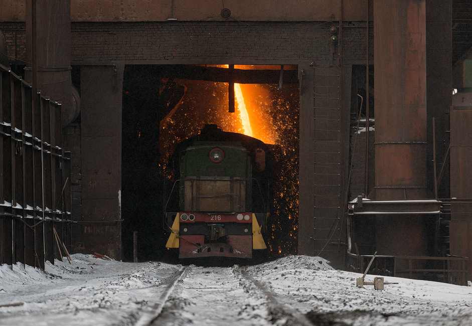 Cast iron is produced on average every 40 minutes. After the molten metal is removed from the blast furnace, it is pulled out of the port using a strong jet stream. It then goes into a system of gutters, and flows through the foundry, and is poured into the foundry's ladle.