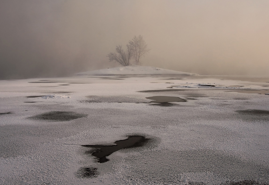 """Burning frost."" Taken on the Yenisei near the island of Tatyshev in -35°C cold."