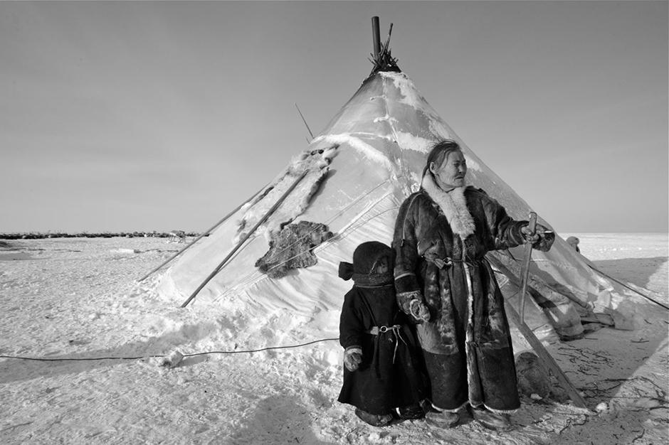 Reindeer herding is the main occupation of these peoples. Deerskin is used to build yurts and sew clothes, and the meat of the animals is eaten or sold in urban markets.
