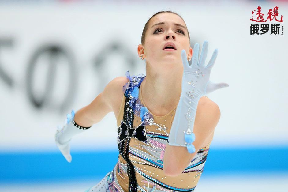 阿杰琳娜·索特尼科娃1996年7月1日生于莫斯科。她那不同寻常的名字来自姥姥。
