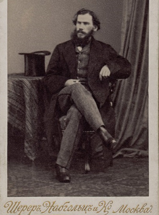 Η συλλογή καλύπτει το μεγαλύτερο μέρος της ζωής του. Όταν ήταν νέος, εκείνη την περίοδο αναπτυσσόταν η τέχνη της φωτογραφίας. Τα πρώτα πορτρέτα του Τολστόι που έχουν διασωθεί είναι από την εποχή της δαγγεροτυπίας. // Τολστόι, 1861, Βρυξέλλες, φωτογραφία από τον Ε Geruzez.