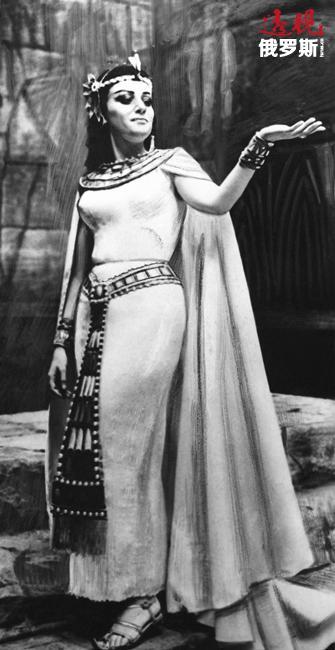 还在音乐学院学习时,奥布拉兹佐娃于1962年在赫尔辛基世界青年和大学生音乐节以及格林卡全苏联声乐比赛中获得金奖,之后她受邀前往莫斯科大剧院。1963年,她在莫斯科大剧院首次登台,在穆捷斯特·穆索尔斯基创作的歌剧《鲍里斯·戈都诺夫》中扮演玛丽娜·姆涅舍科。在大剧院演出的第一年时间里,奥布拉兹佐娃共参加了8部歌剧的演出,其中包括在威尔第的歌剧《阿依达》中扮演安奈瑞斯。