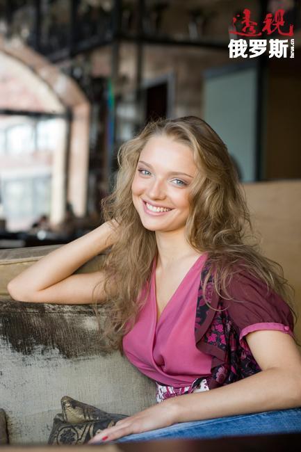 叶卡捷琳娜·韦尔科娃1984年7月11日生于高尔基市,该市现名为下诺夫哥罗德。她从小就是个活跃和好动的孩子。