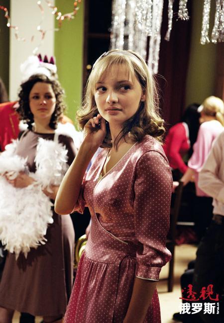 叶卡捷琳娜曾出演过数量众多的影片就是最好的例证。近年来,在独联体国家银幕有20部影片备受瞩目。图中:叶卡捷琳娜在备受好评的俄罗斯影片《时髦》扮演主角。