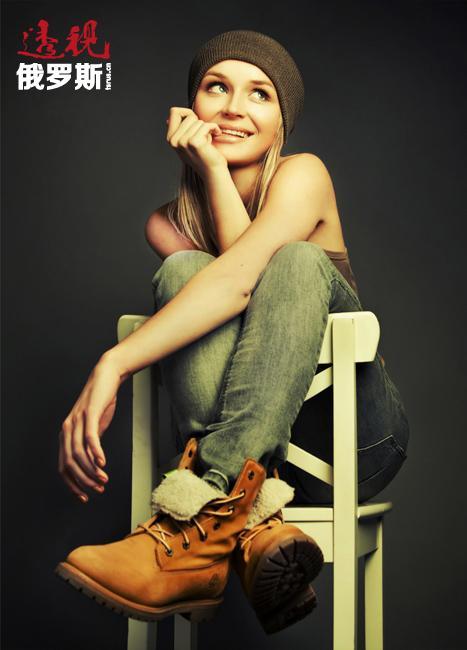 此外,这位年轻的歌手对待生活态度积极。在受众人瞩目的舞台生涯中,从未在她身上发生过任何丑闻。