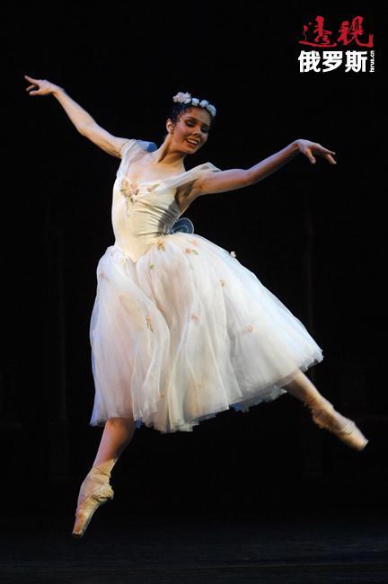 纳塔利娅·奥西波娃——我们这一时代最不可预知且最非凡的舞者。