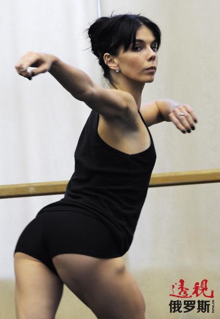 纳塔利娅·奥西波娃1986年出生于莫斯科。她曾就读于莫斯科国立舞蹈学院。