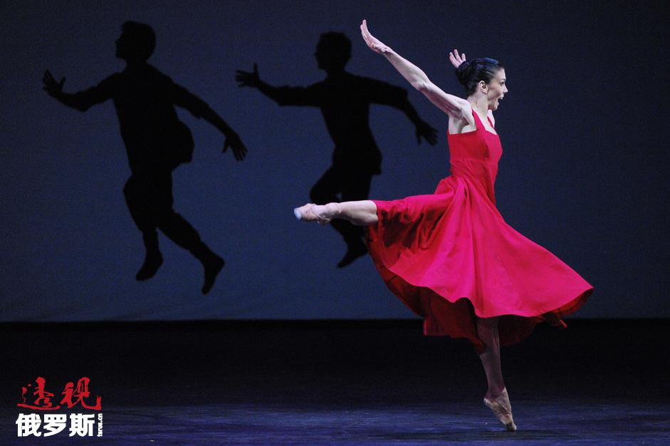2004年从舞蹈学院2004年毕业后,她进入莫斯科大剧院芭蕾舞团,但在第一个演出季中她已经进行了8次独舞表演。