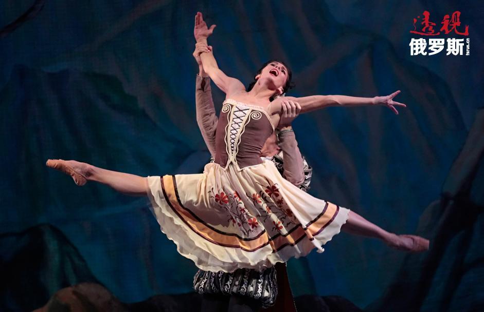 """2009年,奥西波娃成为美国芭蕾舞剧院(纽约)的特邀演员。2010年,奥西波娃在美国芭蕾舞大剧院(出演《胡桃夹子》中的克拉拉)和史卡拉歌剧院(出演《唐·吉诃德》中的基特里)进行首演。此外,她还两次参加""""马林斯基""""国际芭蕾舞大赛,表演《唐·吉诃德》中的基特里以及在同名芭蕾舞剧《吉赛尔》中扮演吉赛尔。"""