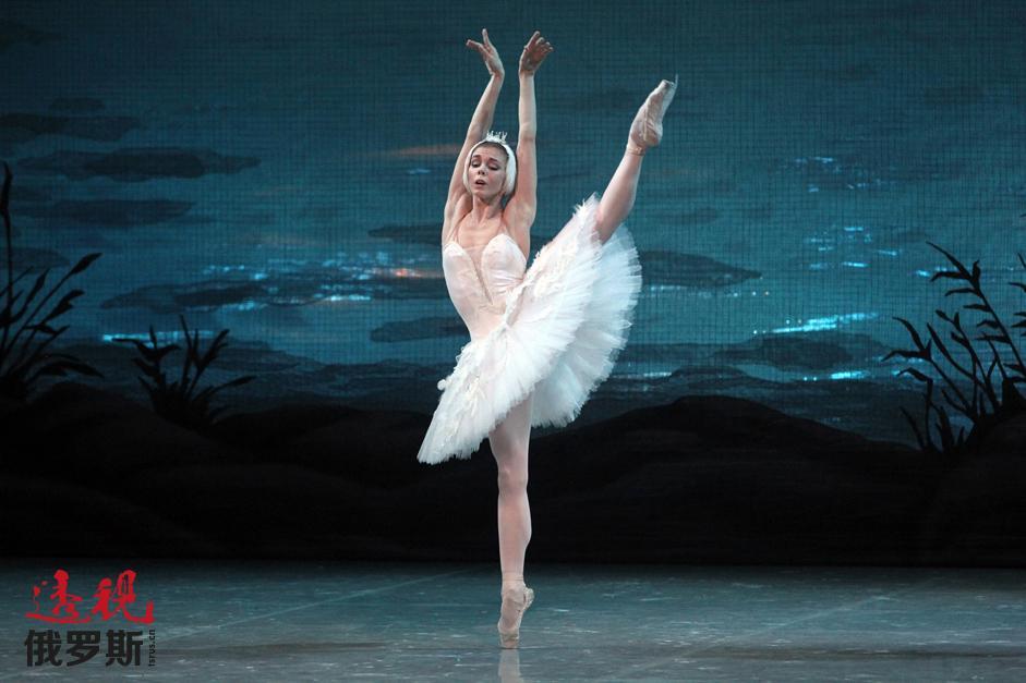 纽约、巴黎、米兰、柏林;美国芭蕾舞剧院、大剧院、史卡拉歌剧院、巴伐利亚国家歌剧院芭蕾舞团——几年里,奥西波娃征服了世界各大芭蕾舞中心并与最优秀的芭蕾舞团合作演出。