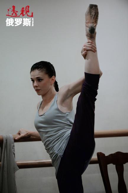 2012年12月,她成为伦敦皇家芭蕾舞团受邀独舞演员并作为团内在编演员中唯一的一位独舞演员参加了为庆祝英国女王伊丽莎白二世钻石婚而举行的盛大音乐会。