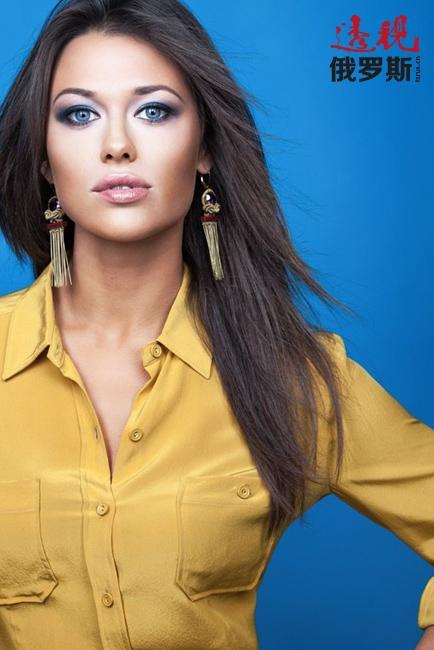 就在工作第一年后,安娜成功在电视主播网络人气调查中脱颖而出,并获得众多粉丝的支持。