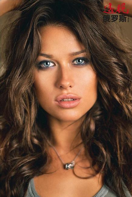 安娜的魅力不仅来自于她亮丽的外表,更是因为她的与众不同。