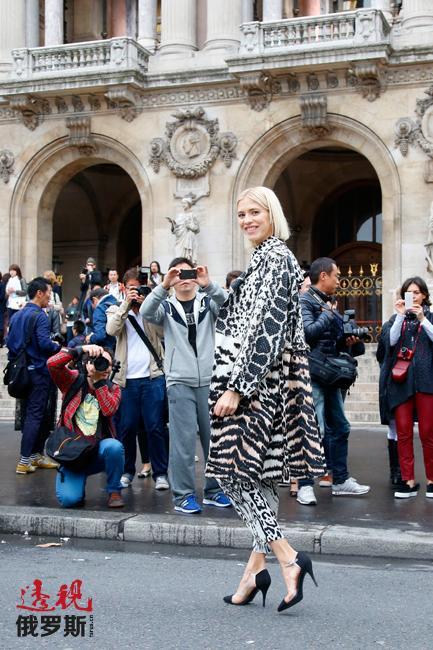 埃琳娜·佩米诺娃是时尚的化身,身兼时尚博主、社会名流和模特多个角色。