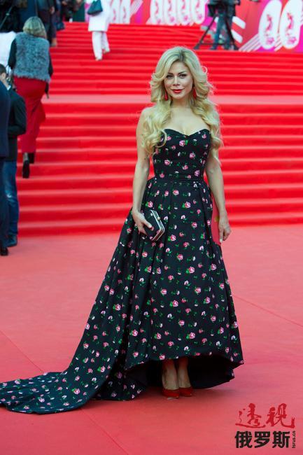 A`la Russe品牌最近几年风靡时尚界,包括影视明星和T台模特在内的时尚潮女们均对其趋之若鹜。