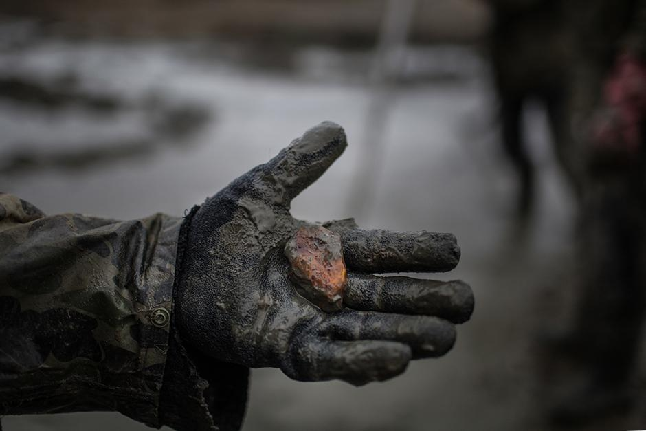 """Despite the risk of fines, confiscation of expensive pumps and cars, and even criminal prosecution, """"black digging"""" remains a popular occupation in Kaliningrad."""