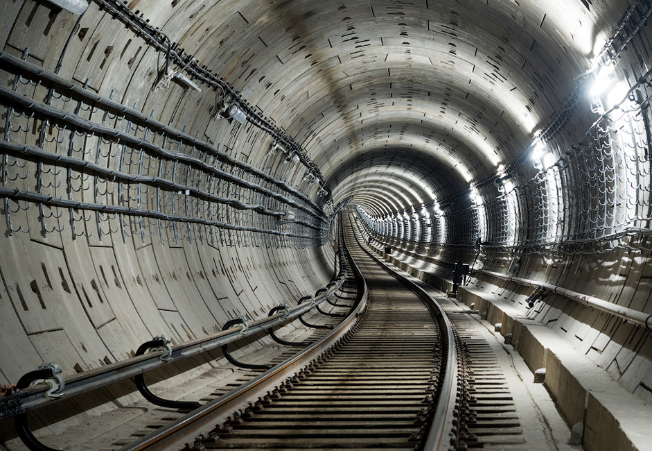 The total length of all tunnels in usage amounts to 20.3 kilometers. The average speed of trains on the route is 39 km/hr (24.2 mph).