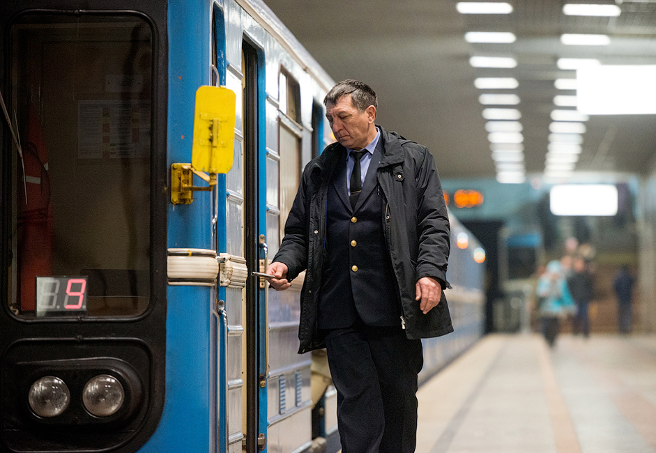 Approximately 53,500 people ride the Samara metro every day. That accounts for 9.4% of the city's commutes.