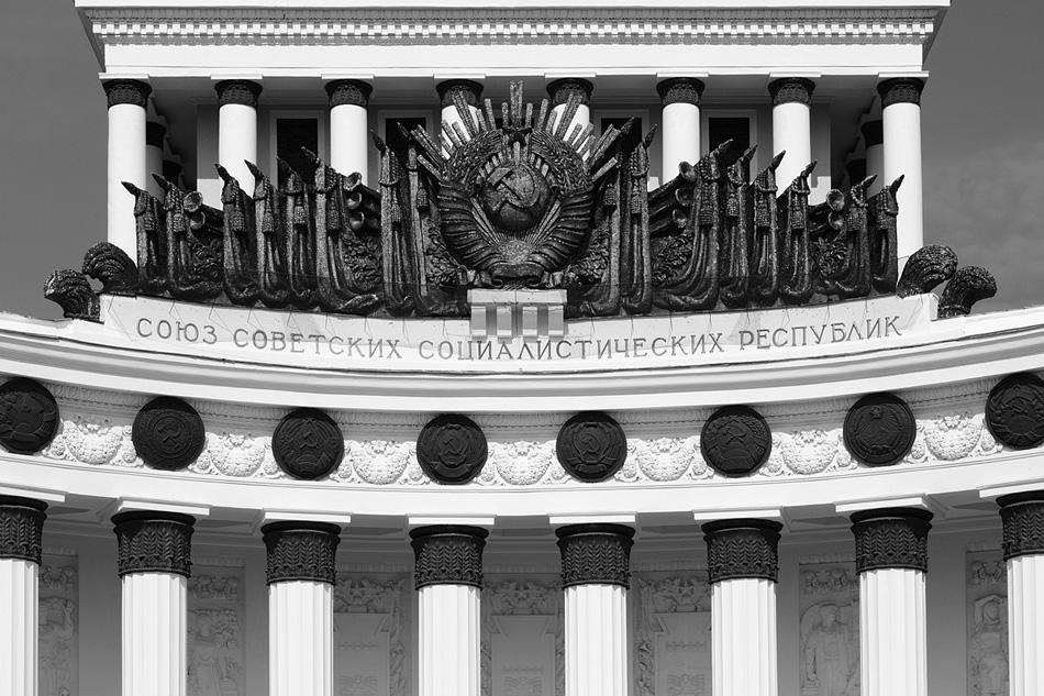 Contemporary Russian photographer Mikhail Rozanov recreates the image of Soviet architecture literally piece by piece. His eye is caught by the strangely symmetrical compositions of the finest examples of Stalin's empire style: the Ministry of Foreign Affairs, the Frunze Military Academy and, above all, the All-Russia Exhibition Center (VDNKh).