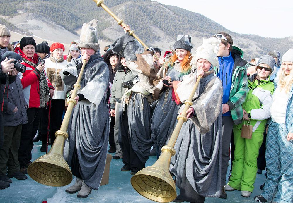 Ogni fine settimana dal primo febbraio, e per quasi due mesi, abbiamo celebrato le feste buriatie, russe o feste totalmente inventate