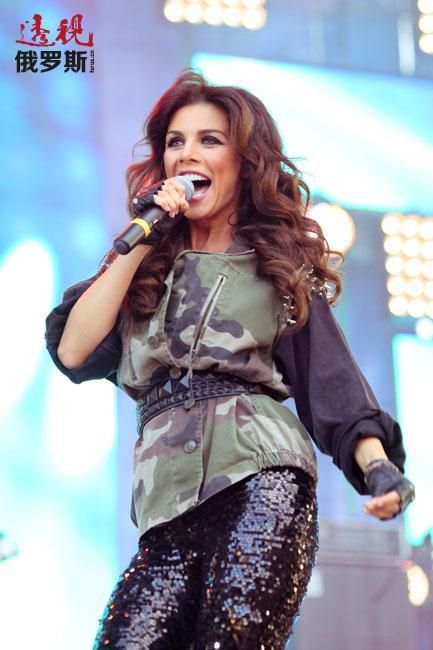 """离开""""维亚-格拉""""后,安娜开始单飞,并于2006年4月以安娜别尔的笔名推出歌曲《我的心》的MV。"""