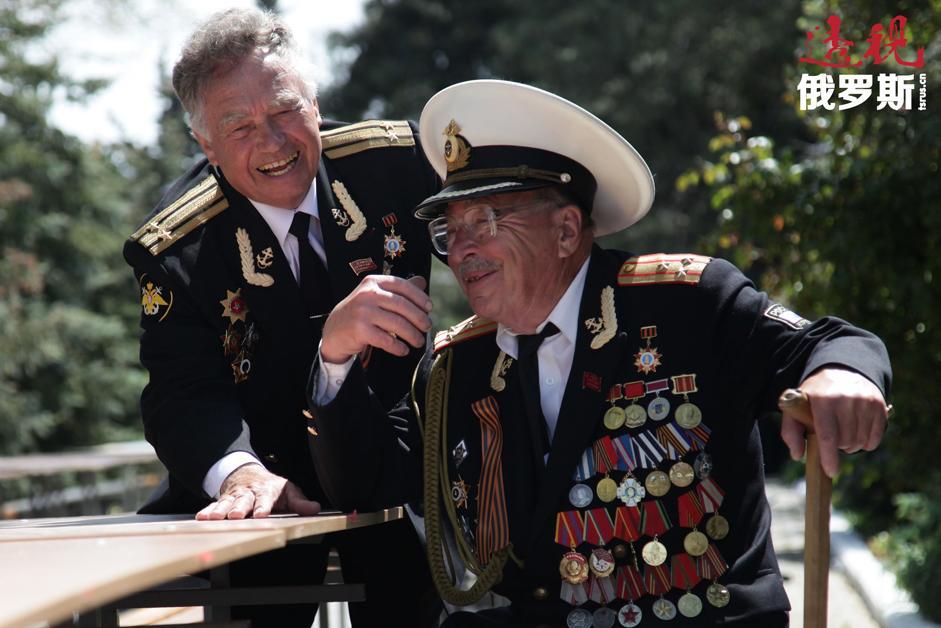 伟大卫国战争老战士在庆祝伟大卫国战争胜利69周年以及塞瓦斯托波尔解放70周年的胜利者大阅兵中。拍摄日期:2014年5月9日。