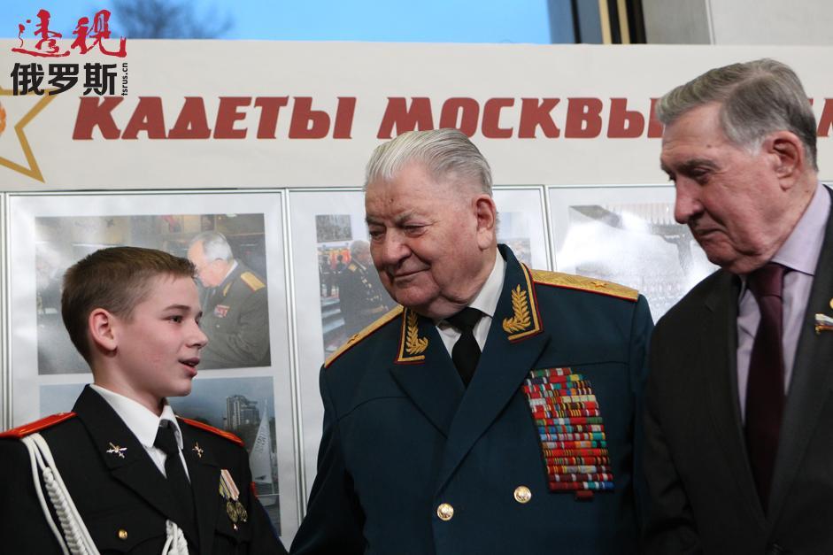 """莫斯科军校学生首次""""服务祖国我荣幸!""""汇演在克里姆林宫举行。弗拉基米尔•多尔基赫(Vladimir Dolgikh)- 联邦委员会成员。拍摄日期:2015年2月18日。"""