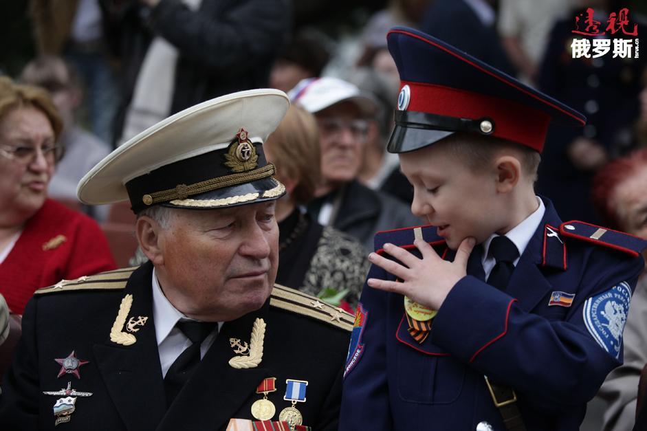 伟大卫国战争老战士在纪念伟大卫国战争胜利69周年以及塞瓦斯托波尔解放70周年的胜利者大阅兵中。拍摄日期:2014年5月9日。