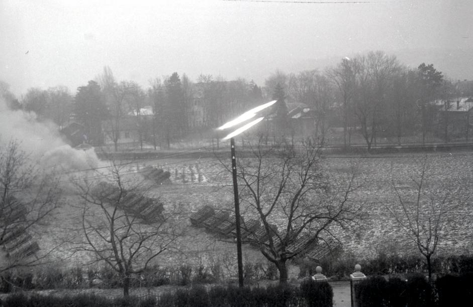火箭炮炮兵连向布达佩斯地区敌军阵地开火。匈牙利,布达佩斯,1945年。