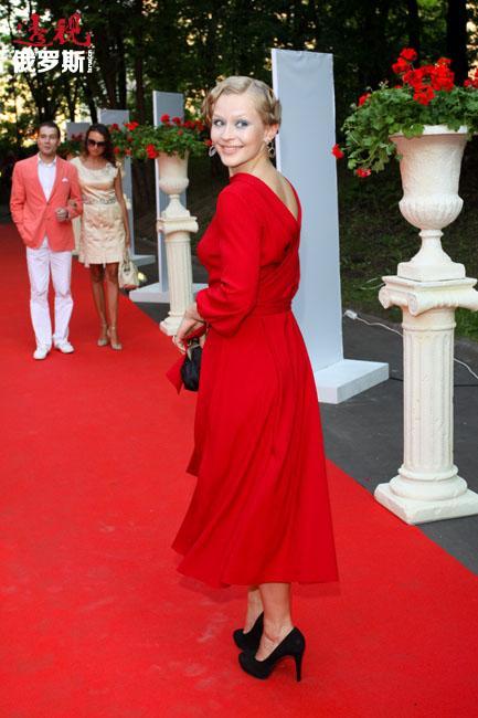 """由于积极和富有创造性的职业表现,2012年尤丽亚被授予""""国家电影艺术发展贡献""""总统奖。"""