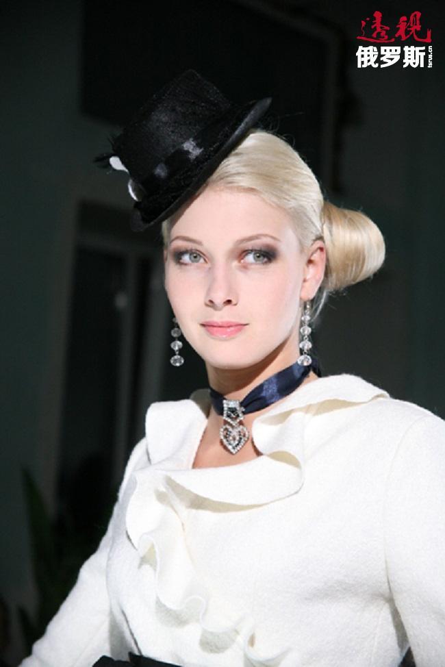 在电视剧和电影中饰演过许多角色的她还活跃在戏剧舞台上。