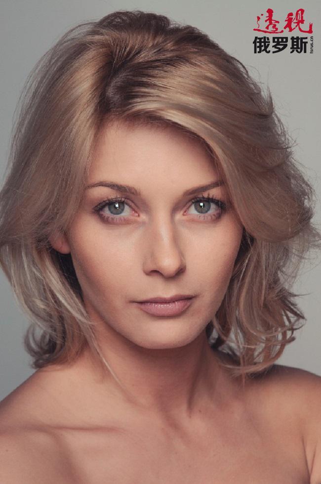 格列什诺娃同时还参与影视工作,到目前为止共参与过约30部影视剧拍摄,如《丽塔的最后一个角色》、《恶魔》、《慈善路线》、《二人之家》等。