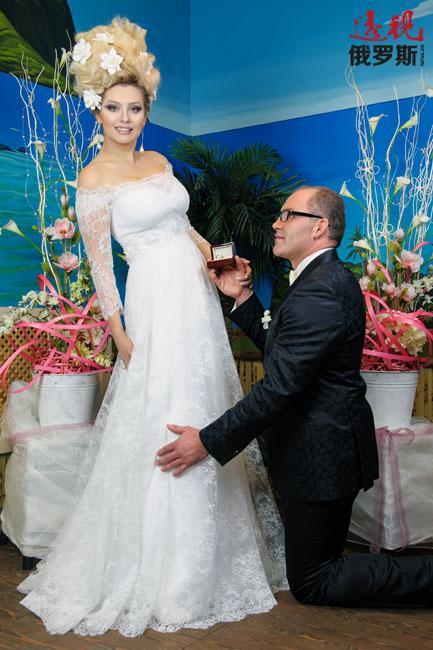 2012年列娜·列宁娜嫁给了一位真正的法国贵族帕斯卡·弗洛兰-爱德华伯爵。