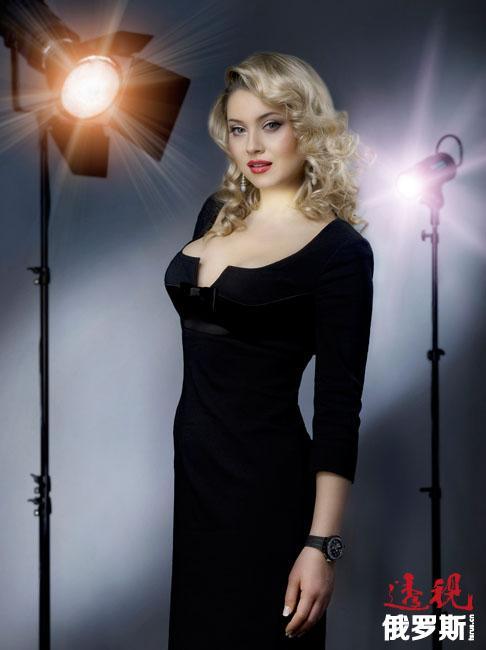 她在法国参加了法国电视一台TF1的真人秀节目《Nice people》,并参加了故事片《约翰·巴赫与安娜·玛格达莲娜》的拍摄,该片于2003年公映。