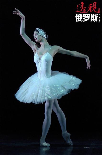 波丽娜·谢米奥诺娃,俄罗斯芭蕾舞演员、世界芭蕾首席女演员、一年一度的Benois de la Danse芭蕾舞节优胜者。