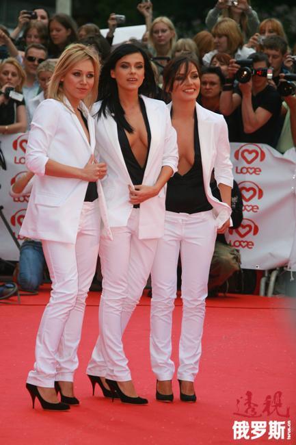 """奥尔加·谢里亚布金娜2006年加入""""SEREBRO""""组合。"""