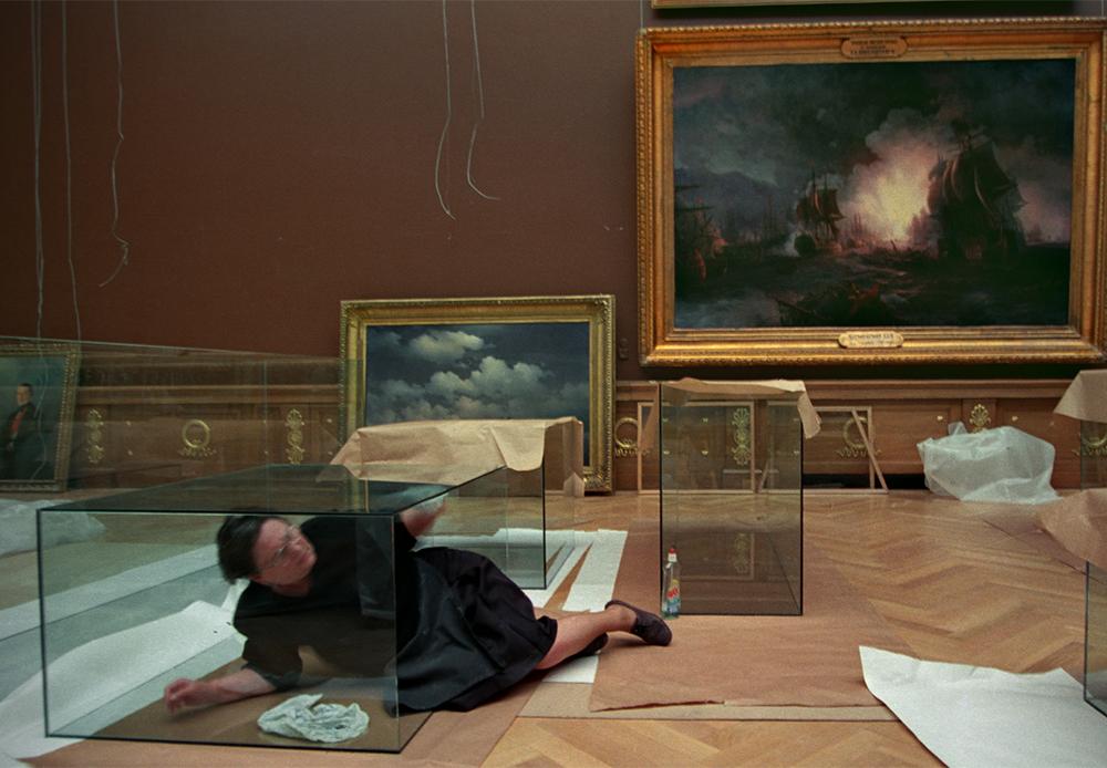 Préparation d'une exposition. Musée russe de Saint-Pétersbourg, 2000.