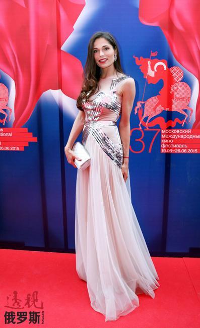 俄罗斯一年一度最吸引大家的注意的莫斯科电影节6月26日落下帷幕。请关注电影节上的俄罗斯美女们。图中:演员波利娜·阿斯克丽。