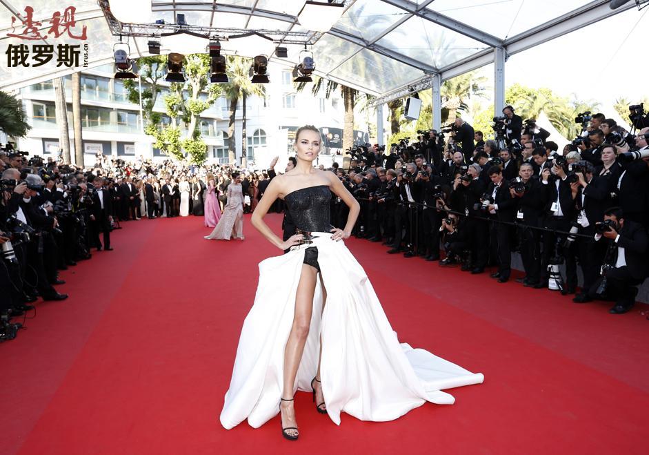 娜塔莎多次参加世界知名品牌Victoria's Secret的内裤展示。