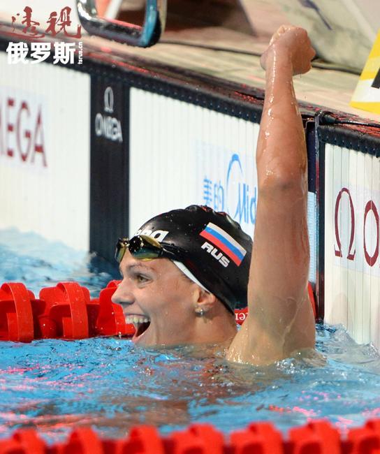 尤利娅6岁起练习游泳,第一个教练是自己的父亲安德烈·叶菲莫夫。