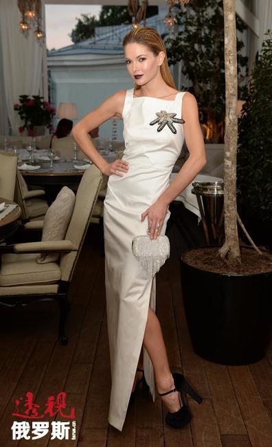 娜塔莉亚·巴尔多因参与多项慈善活动获得Woman's Pride国际奖。