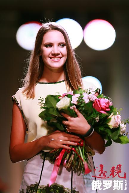 2007年3月14日,基拉14岁时举办了其首场展示会。